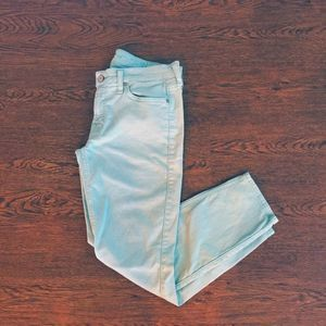 • 7 For All Mankind • Ice Blue Crop Skinny Sz 31